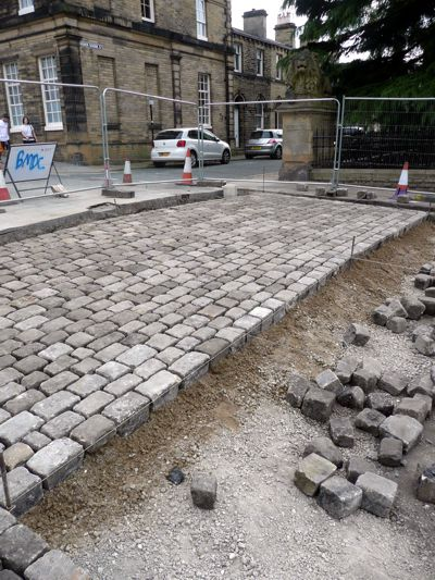 Cobbles reinstated on Victoria Square